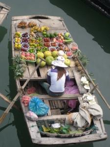 Halong Bay travelling water market