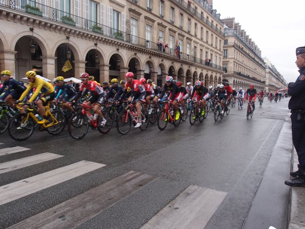 The first of 10 laps of the Champes-Élysée.