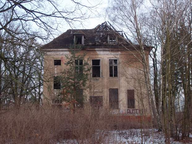 One of the two remaining buildings at the Kinderkrankenhaus.