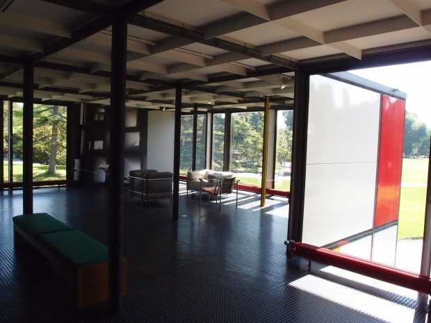 Corbusier maximises the use of internal space and blurs the lines between inside and outside.
